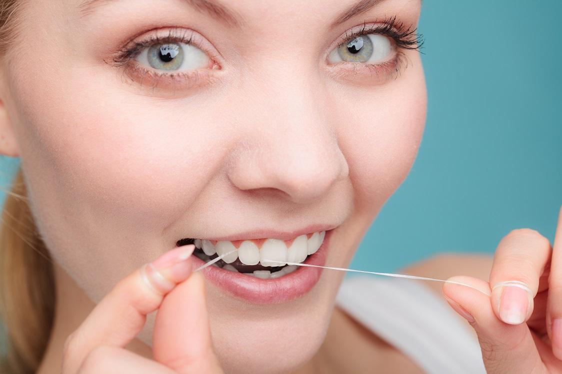 como usar hilo dental