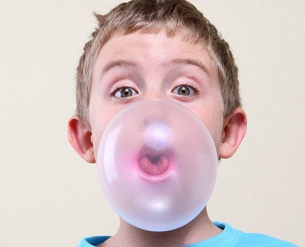 dentista infantil comer chicle
